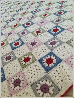 Ravelry: Gorgeous Bedspread pattern by Stephanie Gohr, Melanie Sturm, Barbara Wilder