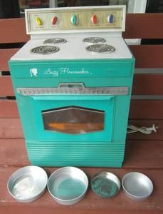 VINTAGE 1960'S TOPPER TOYS SUZY HOMEMAKER OVEN STOVE CHILDS SIZE