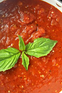 This Homemade Simple Italian Tomato Sauce Recipe is the one I have used for years now! It's always a hit & one that was taught to me by my m Italian Spaghetti Sauce, Italian Tomato Sauce, Cherry Tomato Sauce, Homemade Tomato Sauce, Homemade Marinara, Tomato Sauce Recipe, Italian Pasta, Veg Recipes, Sauce Recipes