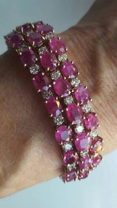 Burma ruby and diamond bracelet. Burma ruby untreated, unheated: 30cts; diamonds: 9 cts. Mounted in 14K gold.