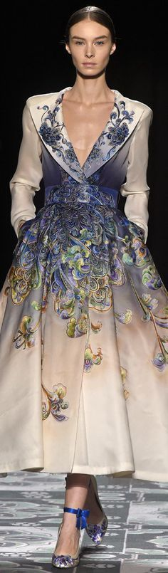 Laurence Xu creation part of Paris Fashion Week Haute Couture Spring/Summer 2015 - love the color progression Fashion Week, Look Fashion, High Fashion, Fashion Design, Fashion Spring, Dress Fashion, Beautiful Gowns, Beautiful Outfits, Couture Fashion