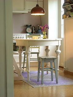 cute little table and stools