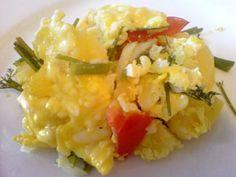 4 cartofi  2 ouă  150 gr de telemea rasă  o legătură de mărar  2 roșii  1 ceapă Other Recipes, Risotto, Potato Salad, Potatoes, Ethnic Recipes, Potato
