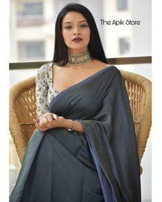 Looking for stylish blouse designs for sarees? Here are chic blouse models with fancy neck and sleeve designs that you can wear with any saree. Formal Saree, Casual Saree, Sari Blouse Designs, Fancy Blouse Designs, Dress Indian Style, Indian Outfits, Abaya Style, Indian Dresses, Indian Beauty Saree