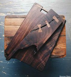 Super excited about this walnut cutting boards 😮 Woodworking Inspiration, Cool Woodworking Projects, Diy Woodworking, Reclaimed Wood Projects, Small Wood Projects, Diy Cutting Board, Wood Cutting Boards, Wooden Art, Wooden Kitchen