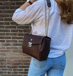 """Karu Atelier on Instagram: """"Dark brown is underrated 🤎 #karuatelier #luxuryleatherbags"""" Leather Handbags, Leather Bag, Vegetable Tanned Leather, Women's Bags, Dark Brown, Luxury, Instagram, Fashion, Atelier"""