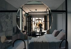 Andrea Marcante e Adelaide Testa ripensano gli interni di un appartamento a Saint-Germain instaurando nuove relazioni tra gli ambienti