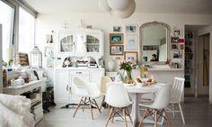 The Socialite Family | Un intérieur blanc et lumineux chez Sophie Trem #family #famille #appartement #apartment #sophietrem #paris #livingroom #salon #white #blanc #accumulation #art #miroirs #mirror #luminosity #lumière #vivid #happy #spontaneous #nordic #scandinave #woodenfloor #parquet #blog #web #influenceur #instagram #instagrammeuse #theotherwayofliving #design #deco #meet #portrait #people #new #home #thesocialitefamily