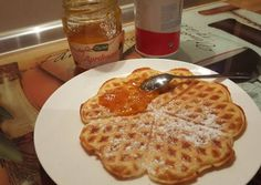Egyszerű és gyors gofri recept foto Waffles, Pancakes, Delish, Snacks, Cooking, Breakfast, Food, Baked Goods, Kitchen