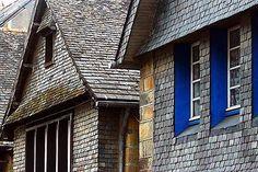 Cobalt blue windows Location Airbnb, Brest, Beaux Villages, Cobalt Blue, Brittany, Windows, Architecture, Places, Colour