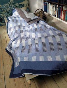 Materialerne til patchworkdelen af dette skønne tæppe er simpelthen 4 aflagte skjorter i str. XL.