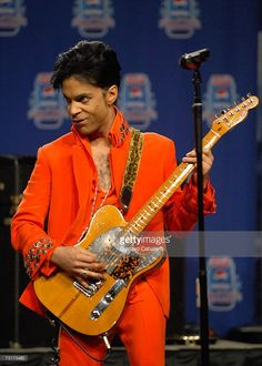 prince 2007 super bowl performance | Musician Prince performs during the Super Bowl XLI Half-Time Press ...
