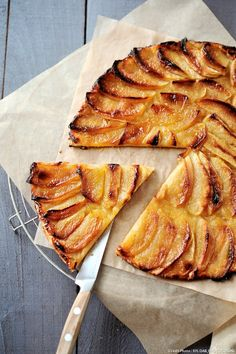 Tarte aux pommes classique Tarte Fine is a traditional flaky puff pastry which requires three ingredients: pastry, apples, and apricot jam. Visit the culture section of for mouth-watering articles about French Tart Recipes, Gourmet Recipes, Dessert Recipes, Healthy Recipes, French Sweets, French Desserts, Sweet Pastries, French Pastries, Sweet Pie