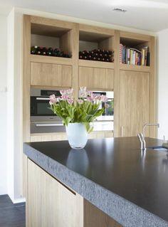 Keukenkast met grote open schappen