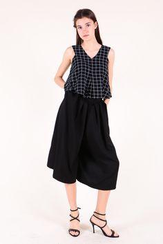 V-Neck Checkered Crop Top (Black) SGD$ 28.00