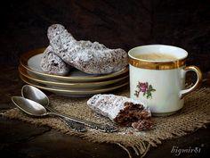 печенье с орехами, какао и корицей  400 г. муки 300 г. сливочного масла 250 г. сахара 140 г. молотых грецких орехов ½ пачки разрыхлителя 1 ст. л. корицы 3 ст.л. какао 2 яйца сметана.