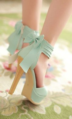 Stylish High Heel Ankle Strap Blue Bow Design Sandals. Vintage look and SOOO Summer style.