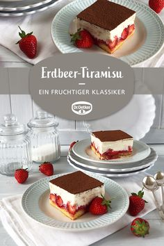 Erdbeer-Tiramisu Erdbeer-Tiramisu: Ein fruchtiges Tiramisu mit Erdbeeren Related posts:Rezept: Veganes Fitness-TiramisuEasy Chicken Alfredo with Zoodles (Clean Eating & Anti-Inflammatory University Outfit Ideas You'll Want To Steel This Winter Tiramisu Dessert, Tiramisu Fruits, Strawberry Tiramisu, Dessert Oreo, Tiramisu Recipe, Strawberry Recipes, Easy Smoothie Recipes, Healthy Dessert Recipes, Snack Recipes