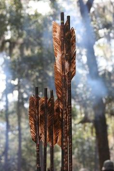 Bamboo arrows with natural feather fletching. Photo by Creating Character Bamboo arrows with natural feather fletching. Photo by Creating Character Dragon Age, Rangers Apprentice, Flint Knapping, Foto Blog, Traditional Archery, Bow Arrows, Quiver, Artemis, Skyrim