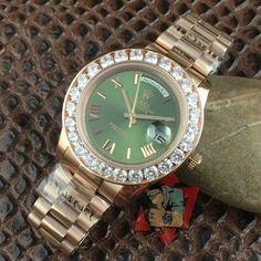 Fashion on a budget: replica handbags Buy Rolex, Curvy Petite Fashion, Look Fashion, Fashion Tips, Replica Handbags, Watch Brands, Fashion Handbags, Rolex Watches, Bracelet Watch