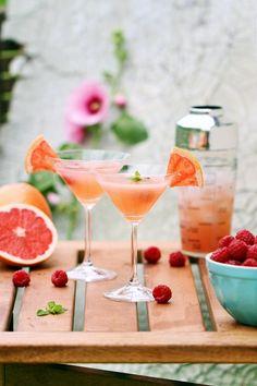 Lemoniada z różowym grejpfrutem i malinami