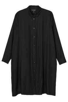 Shirt dressing made super smooth in 100% viscose love. Truly classic for a reason with its long and oversized feels, button up front, cuffed and round-collared style, and flowy pleats in the back - of course you are going to look great in it! colour: black magic  In a size small the chest width is 155 cm and the length is 99 cm. The model is 170 cm and is wearing a size small.