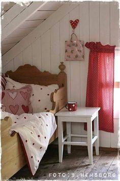 Colores y Textiles Alegres para un Dormitorio Infantil