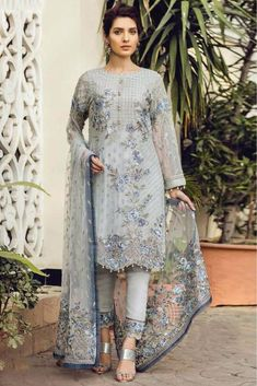 This Exclusive Pakistani Suit Is An Ultimate Party Wear Collection With The Mesmerizing Colours Of Grey With The Artistic Embroidery, Leave No Stone Unturned And Be At Your Fashionable Best. Pakistani Party Wear Dresses, Pakistani Dresses Online, Designer Party Wear Dresses, Pakistani Dress Design, Pakistani Outfits, Indian Outfits, Pakistani Designer Suits, Emo Outfits, Party Dresses