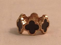 Cute clover ring