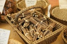 """It provides the raw material for liquorice candy, calms the stomach and alleviates diseases of the airways: liquorice root. Chosen as the """"Medicinal plant 2012"""" the root has been treasured in traditional healing since ancient times. Researchers have now discovered that liquorice root also contains substances with an anti-diabetic effect."""