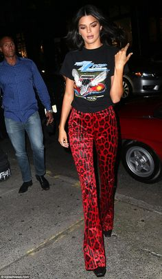 Kendall Jenner showcases stems in skintight red leopard-prin.- Kendall Jenner showcases stems in skintight red leopard-print pants Hitting the town: it was no surprise to see Kendall Jenner join in the fun of opening night at New York Fashion Week - Look Fashion, Fashion Models, Fashion Outfits, Wild Fashion, Feminine Fashion, Fashion Games, 90s Fashion, Leopard Print Pants, Leopard Pants Outfit
