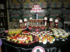Casino Party Table Las Vegas Party, Vegas Theme, Casino Night Party, Casino Theme, 30th Party, 70th Birthday Parties, Birthday Celebrations, Poker, Teacher Appreciation Luncheon