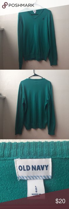 Old Navy Sweater Lightly worn, great condition! Old Navy Sweaters V-Neck