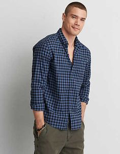 We've upgraded the classic poplin shirt with Flex technology for added comfort and ease of movement.