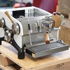 LIKE this Single Group Slayer Espresso Machine? We Love it! TAG your Friends  Shop tools at: @baristadaily link in bio Get Featured with #BaristaDaily & Tag us  by @slayerespresso by baristadaily