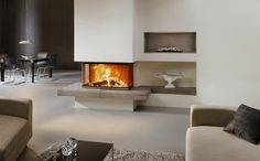 [33] Kamin mit Feuertisch aus Keramik und keramischen Faechern