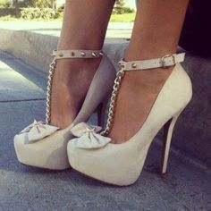 Love the bow and studs!