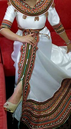 Robe kabyle African Attire, African Wear, African Dress, African Fashion, Traditional Fashion, Traditional Dresses, African Lace, Boutique, Hijab Fashion