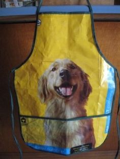 A cool apron made from discarded pet food bags and wrappers. Feed Sack Bags, Feed Bag Tote, Dog Crafts, Sewing Crafts, Sewing Projects, Upcycled Crafts, Repurposed, Reduce Reuse Recycle, Craft Bags