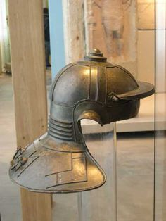 The Niedermörmter type, a late Weisenau type Roman helmet, c. 100CE