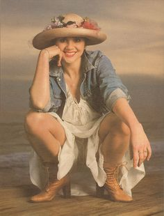 sushikins:  Linda Ronstadt, photographed by Annie Leibovitz Rolling Stone, The Year in Music 1980