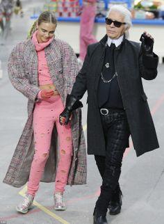 Cara Delevingne clowns around as she closes the show with close friend Karl Lagerfeld Karl Lagerfeld, Cara Delevingne, Fashion Brand, Fashion Show, Fashion Design, Paris Fashion, Fendi, Kim Kardashian Show, Space Fashion