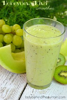 Honeydew Kiwi Smoothie Are you looking for weight loss smoothie recipes? Besides being effective for burning fat such smoothies are very delicious! Juice Smoothie, Smoothie Drinks, Grape Smoothie, Honeydew Melon, Smoothies Detox, Good Smoothies, Breakfast Smoothies, Fitness Smoothies, Healthy Smoothie Recipes