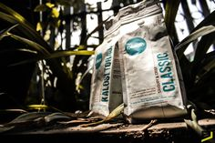 product photography, exelso classic, exelso kalosi toraja #coffee #coffeadict #coffeetime