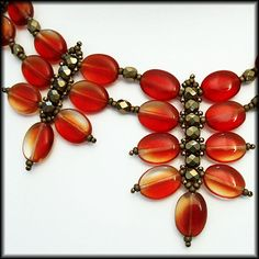 Chandelier Jewels beaded jewelry - necklace of red glass lenses (detail photos) Bridal Jewelry, Beaded Jewelry, Handmade Jewelry, Jewelry Necklaces, Beaded Necklace, Beaded Bracelets, Diy Schmuck, Schmuck Design, Fashion Bracelets