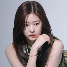 Kpop Girl Groups, Kpop Girls, Yoon Sun Young, Korean People, Star Girl, Na Jaemin, Blackpink Fashion, Kim Min, Sweet Girls