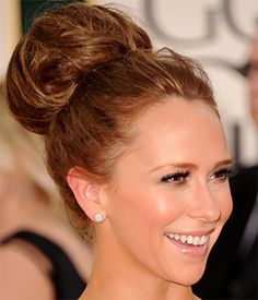 HOW TO CREATE A MESSY HIGH BUN WITH HAIR EXTENSIONS