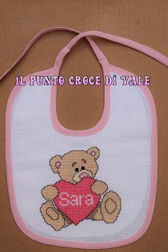 Bavaglino realizzato per la mia nipotina Sara. Visita la mia pagina Facebook IL PUNTO CROCE DI VALE!