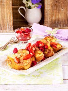 Brot in Eiermilch wenden, in der Pfanne knusprig braten und mit Zimt-Zucker und Beeren servieren. Mehr geht nicht zum Frühstück!