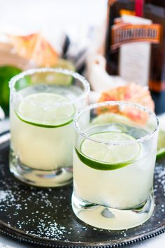 Classic Margaritas recipe - Just 4 ingredients to a homemade margarita on the rocks: Repasado Tequila, Cointreau, Lime juice, and a pinch of sweetener. Margarita On The Rocks, Margarita Mix, Margarita Recipes, Classic Margarita Recipe, Mexican Cocktails, Homemade Margaritas, Sweet Magnolia, Lime Juice